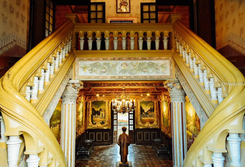 Bên trong cung điện nơi hạ sinh vua Bảo Đại ở Huế